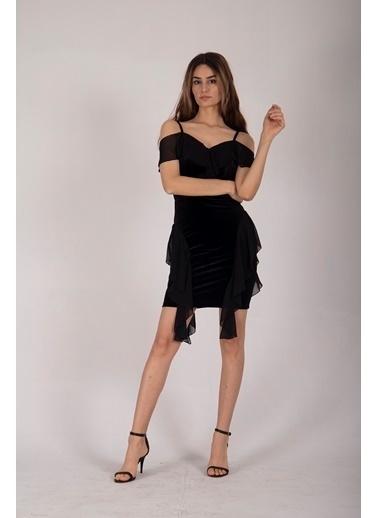 Belamore  Siyah Ip Askılı Göğüs Ve Yanları Şifon Fırfır Detaylı Kadife Kumaş Abiye & Mezuniyet Elbisesi 1608204.01 Siyah